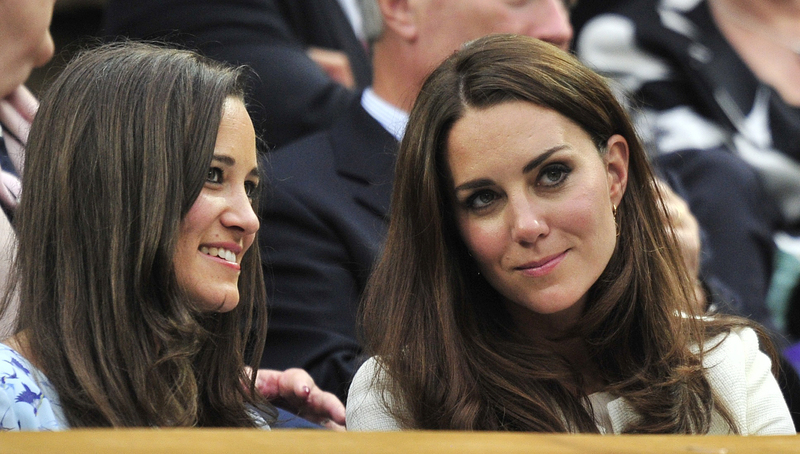 Britain's Catherine, Duchess of Cambridge (R) sits with her sister Pippa Middleton on Centre Court for the men's singles final tennis match between Roger Federer of Switzerland and Andy Murray of Britain at the Wimbledon Tennis Championships in London July 8, 2012. REUTERS/Toby Melville (BRITAIN - Tags: ENTERTAINMENT SOCIETY SPORT TENNIS) - RTR34QNO