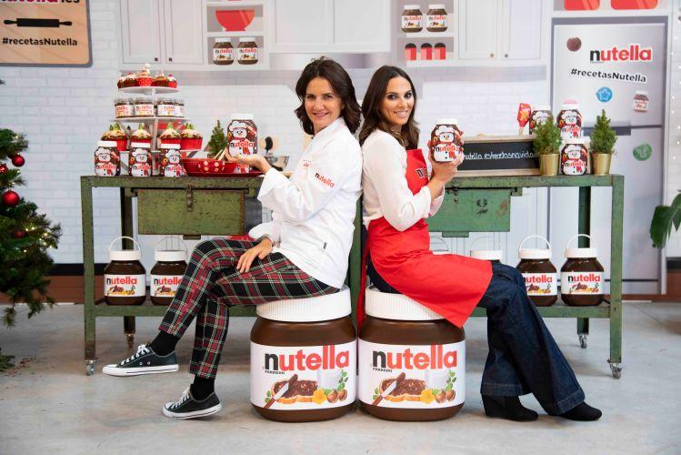Irene Rosales y Samantha Vallejo-Nagera con Nutella