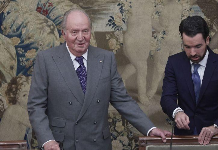 Don Juan Carlos tras pronunciar un discurso