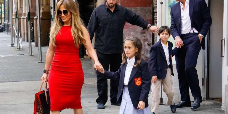 Jennifer López con sus hijos.