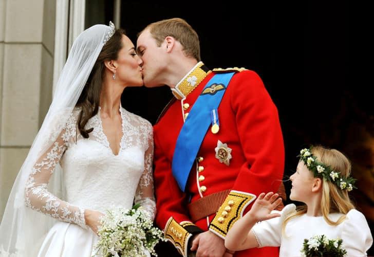 Guillermo y Kate se besan el día de su boda