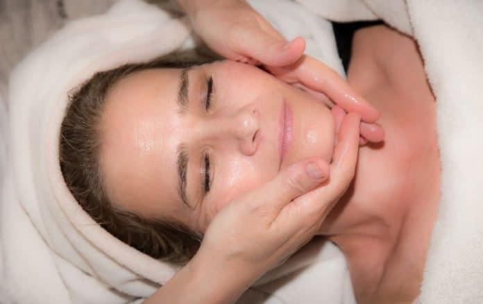 Si tienes la piel seca deberás tener en cuenta unos cuantos consejos para recuperar su frescura