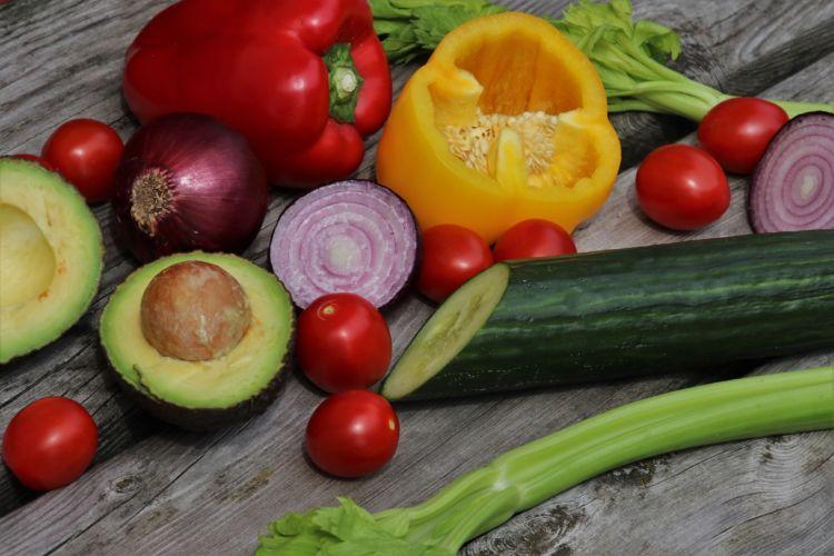 Una correcta alimentación también puede contribuir a disminuir los efectos de una piel seca