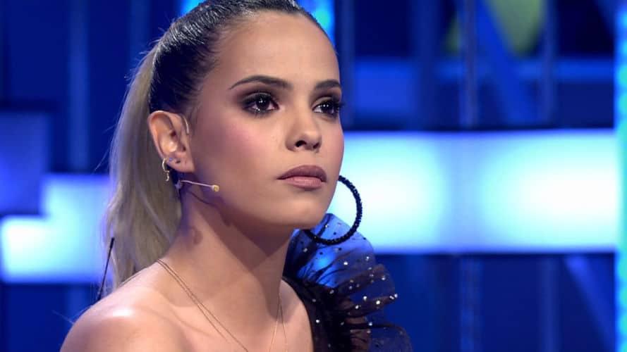 Gloria Camila pasa de los rumores y se mantiene al margen de la guerra familiar