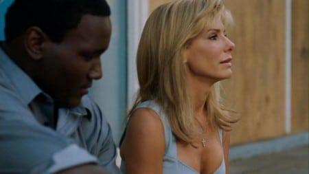 Sandra Bullock en escena en la película the blind side
