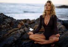 elsa pataky yoga