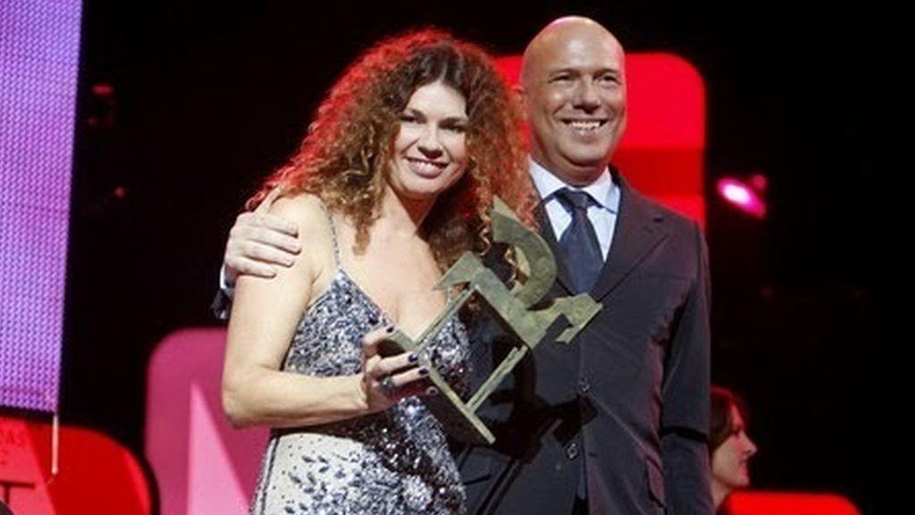 cárdenas Alfonso Arús y su mujer Angie Cárdenas ganan premio