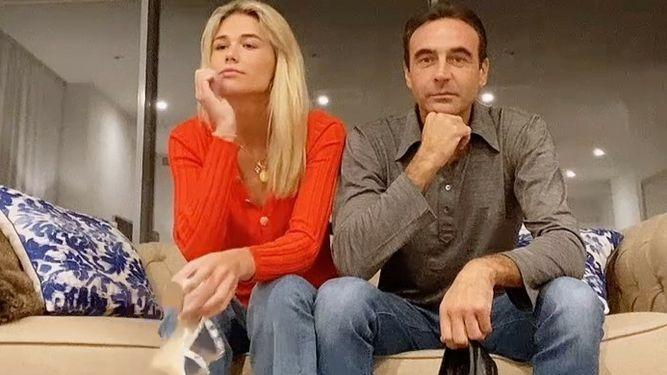 Ana Soria y Enrique Ponce beso. El abuelo y familia muy enfadada