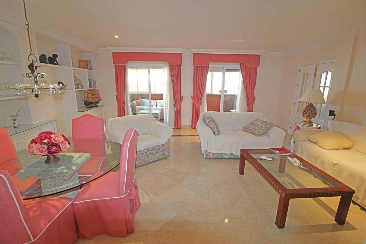 cotilleo atico-isabel-pantoja salon rosa fuengirola venta