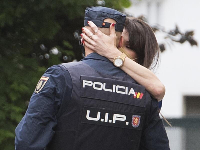 Sonia Ferrer y novio policia