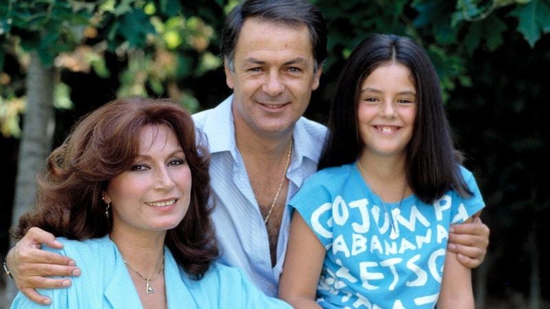 Rocío Carrasco posando con Rocío Jurado y Pedro Carrasco