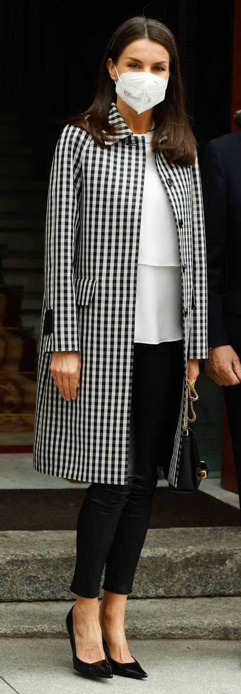 reina-letizia-abrigo-cuadros-vichy-mirto