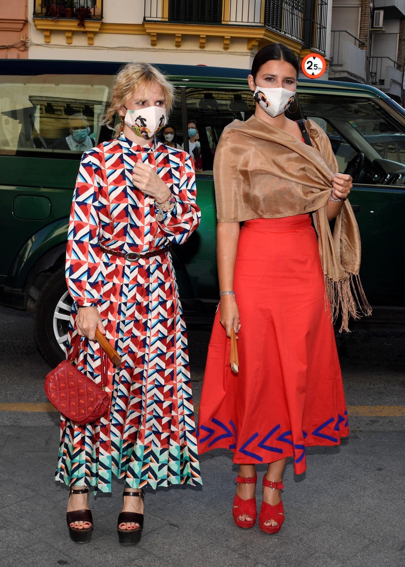 Cayetana Rivera Martínez de Irujo. De rojo y con un chal estaba muy elegante.