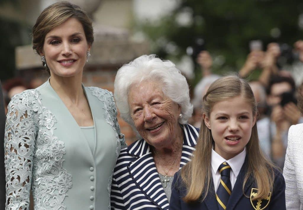 La Reina Letizia y Menchu Álvarez del Valle comunión Infanta Leonor
