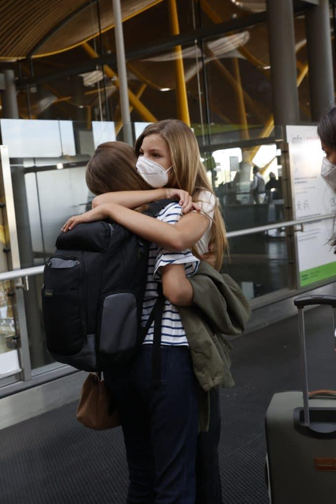 Leonor Sofía abrazo efusivo aeropuerto madrid barajas gales
