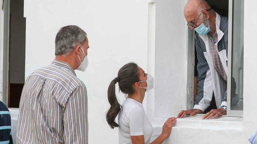 Letizia y Felipe volcan la palma, no ha podido mostrar más su naturalidad y expresividad, como cuando era periodista.